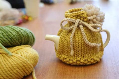 how to knit a tea cosy for beginners the kip tea cosy free knitting pattern