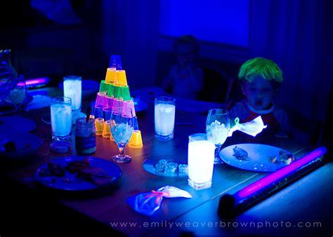 blacklight dinner emily weaver brown photography - Blacklight Dinner