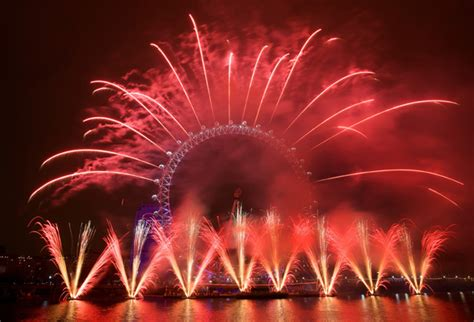 new year traditions uk 30 important new year traditions picshunger