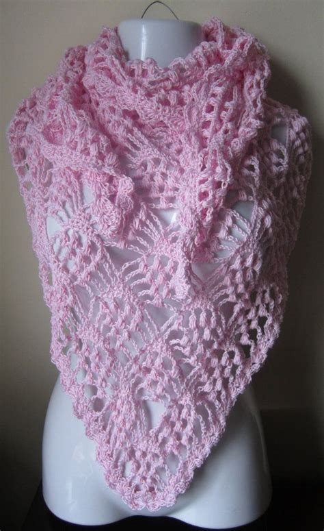 Triangle Lace Pattern | lacy crochet triangular shawl pattern blush pink shawl