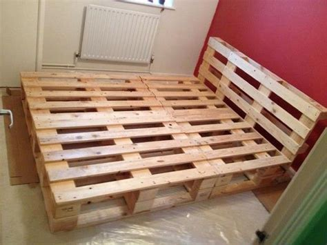 Pallet Futon Frame by 25 Best Ideas About Pallet Bed Frames On Cool