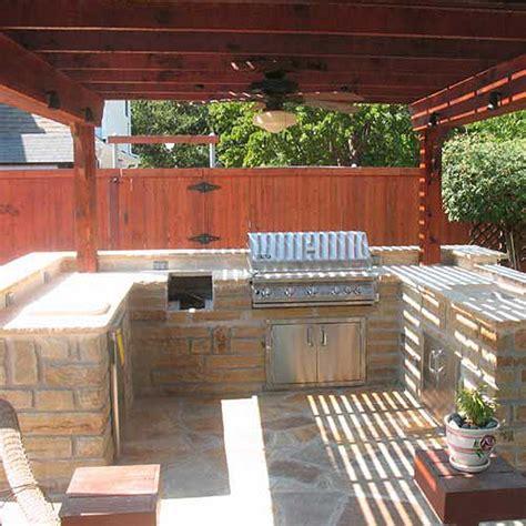 outdoor kitchens  bars creative boundaries