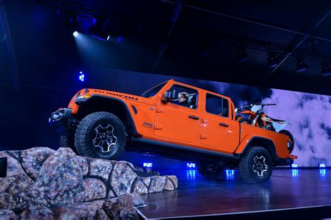 how much is the 2020 jeep gladiator 2020 jeep gladiator debuts not just a wrangler truck