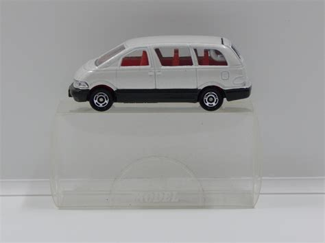 tomica toyota estima 1 64 toyota estima pearl white made in china tomica 99