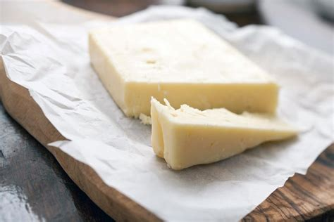 white cheddar and yellow cheddar cheese differences