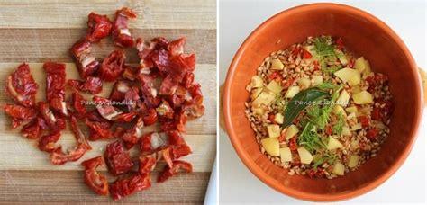 come cucinare la zuppa di farro zuppa di farro con pomodori secchi e paprica