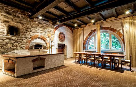 come arredare una taverna un ambiente caldo e accogliente