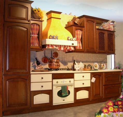 cucine rustiche in legno massello cucina rustica in legno massello quot le primule quot garnero design
