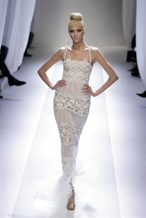 Catwalk Year In Fashion January February 2007 Couture Oscar Glam Betty And Balenciaga by Valentino Couture 2007 The Most Mind Blowing