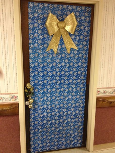 service   nursing home decorate doors  christmas