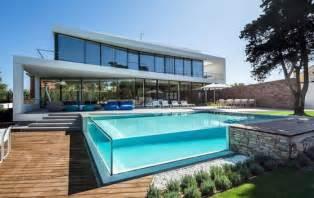 Exceptional Amenagement Petit Jardin Avec Piscine #11: Piscine-en-verre-mur-en-verre-piscine-hors-sol-fantastique.jpg