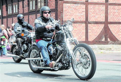 Motorrad Magazin Impressum by 400 Motorr 228 Der Parken In Der Fu 223 G 228 Ngerzone