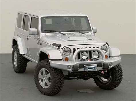 lifted jeep white white jeep wrangler unlimited lifted image 240