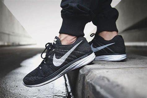 Sepatu Nike Air Max Flyknit Lunar Running nike flyknit lunar 3 oreo sneaker freaker