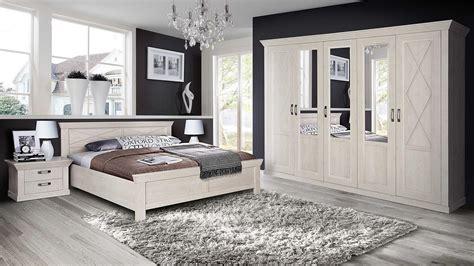 schlafzimmer pinie kleiderschrank kashmir schrank in pinie wei 223 mit spiegel 268