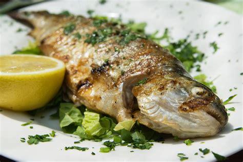 recette cuisine cr駮le recette des truites 224 la persillade pratique fr