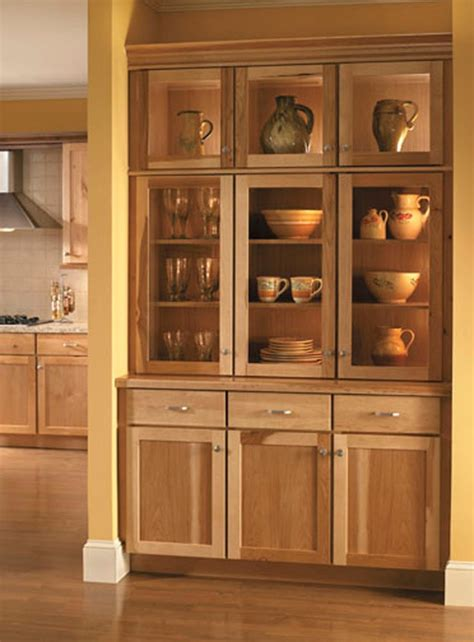 medallion kitchen cabinets 40 best medallion cabinetry images on pinterest kitchen