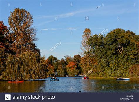 englischer garten bootsverleih kleinhesseloher lake stockfotos kleinhesseloher lake