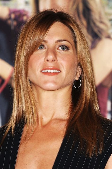 jennifer aniston triangle bangs more pics of jennifer aniston long straight cut with bangs