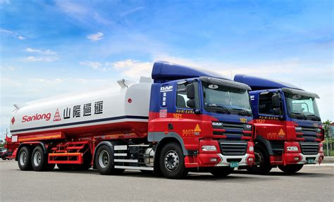 trucks uk 5 000th daf truck produced in trucks uk haulier