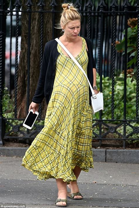 claire danes yellow dress claire danes flaunts her baby bump in a bright yellow