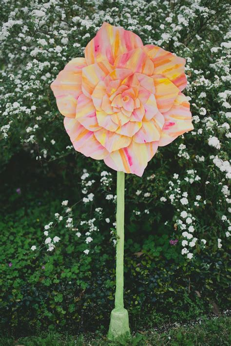 How To Make Large Paper - diy standing paper flower