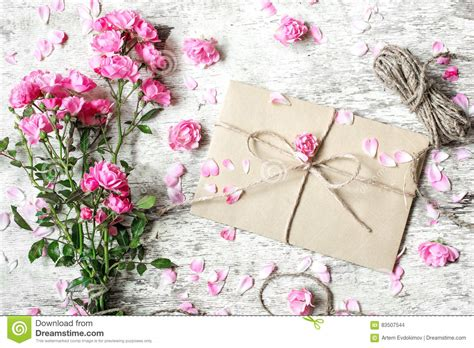 Skinnova Whitening Complete Day Pink bouquet of tender pink roses with envelope and rope stock photo image 83507544