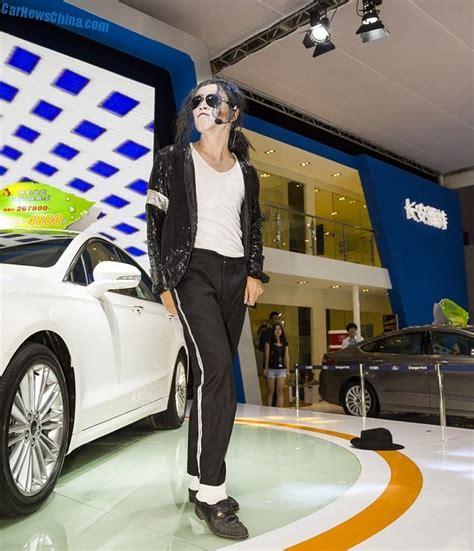 girls   yantai auto show  china carnewschinacom