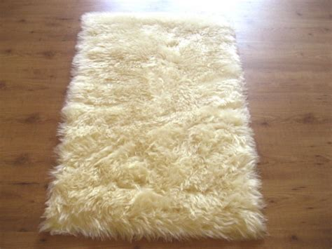 soft fluffy rugs 16 amazingly soft and fluffy rug designs for your home