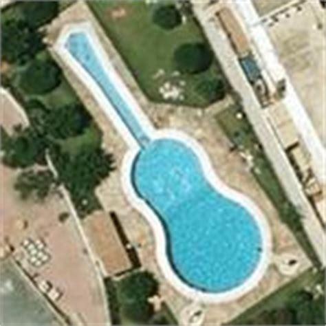 guitar shaped swimming pool guitar shaped pool in fuengirola spain 7 virtual