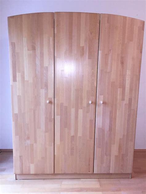 kleiderschrank massivholz gebraucht wir verkaufen einen kinder kleiderschrank marke herlag