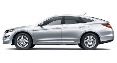 new four cylinder honda crosstour costs 2 685 less than