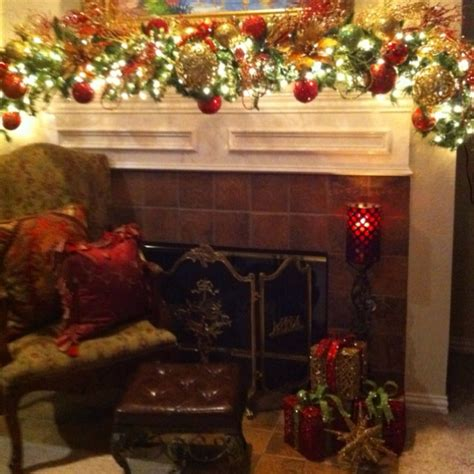 christmas mantle decor love how full the garland is and
