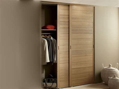 pr駭om bois porte chambre des portes de placard coulissantes et pratiques leroy