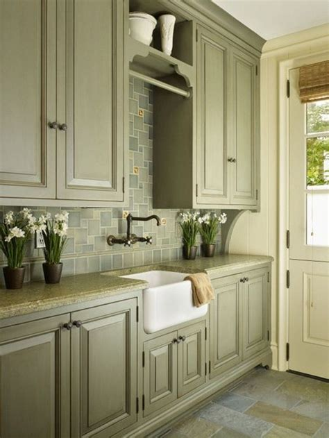 olive green kitchen cabinets 25 best ideas about olive green rooms on pinterest