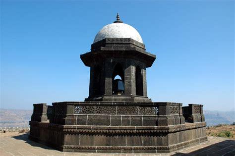 Shivaji Maharaj Raigad Fort Essay by Shivaji Maharaj Samadhi Raigad Fort Forts In Maharashtra Raigad Fort And Forts