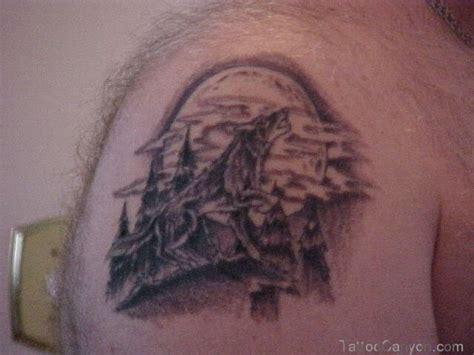 wolf and moon tattoo the howling wolf tribal meaning and ideas