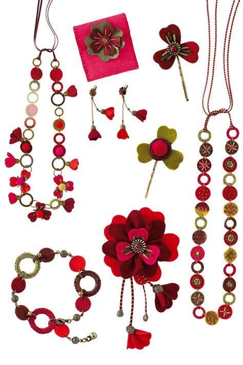 bijoux bracelets colliers et broches fleurs en feutrine