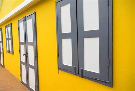 fassade gelb fassade streichen infos kosten mehr