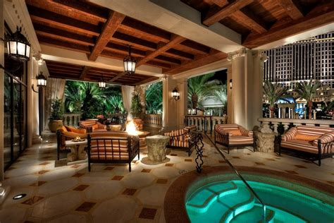 How Many Rooms Does Caesars Palace by Las Vegas Live Like An Emperor At Caesars Villa For 25k