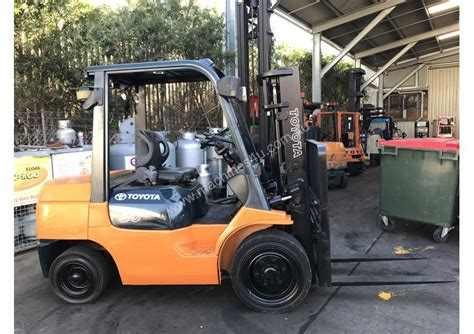 toyota fd compact forklift  listed  machinesu