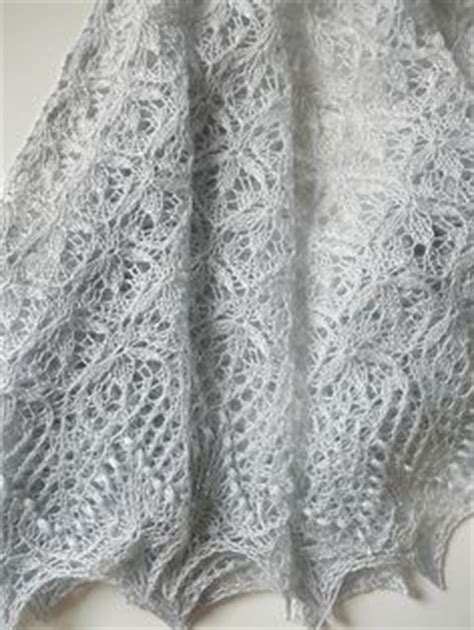 echo pattern in spanish picot cast on with frost flowers stitch creates a flower