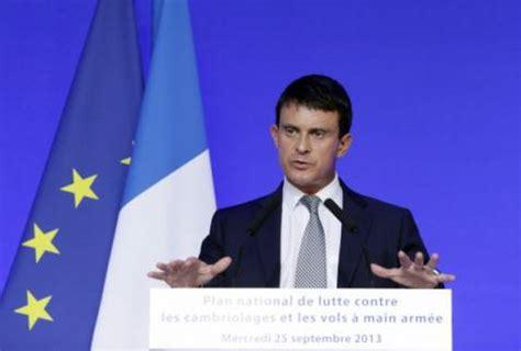 ministro dell interno attuale si dimette il premier ayrault francia verso il governo
