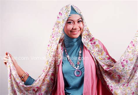 Jilbab Segi Empat Satin 70 cara memakai jilbab segi empat simple dan modis part 2 newhairstylesformen2014