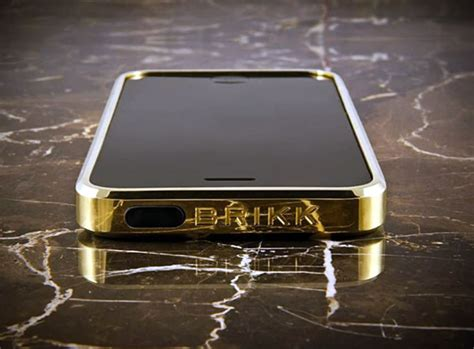 Casing Custom Gucci Desain 10 most expensive iphone cases in the world
