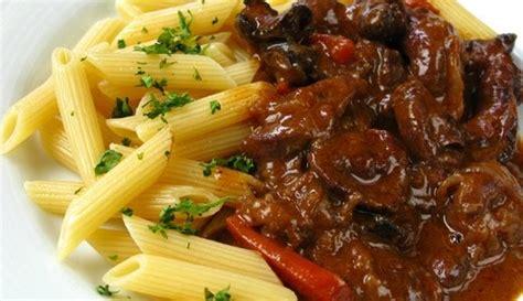 cucina rumena cucina rumena stufato con ventriglio di pollo e cuori con