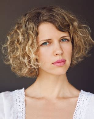 how to style long bob so doesnt look triangular neat hairstyles for naturally curly hair