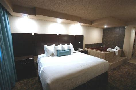 rooms to go midland lounge velvet room picture of wyndham garden midland midland tripadvisor