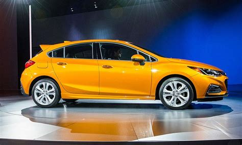 Diesel Cruze Hatchback by Chevy Cruze Diesel Hatchback May Claim Highway Mpg Crown