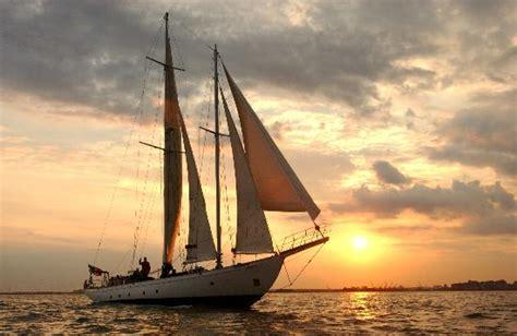 shearwater boat tour nyc manhattan by sail shearwater classic schooner new york